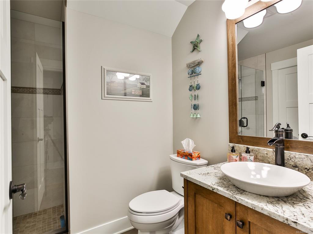 Qualicum landing 57 Bathroom