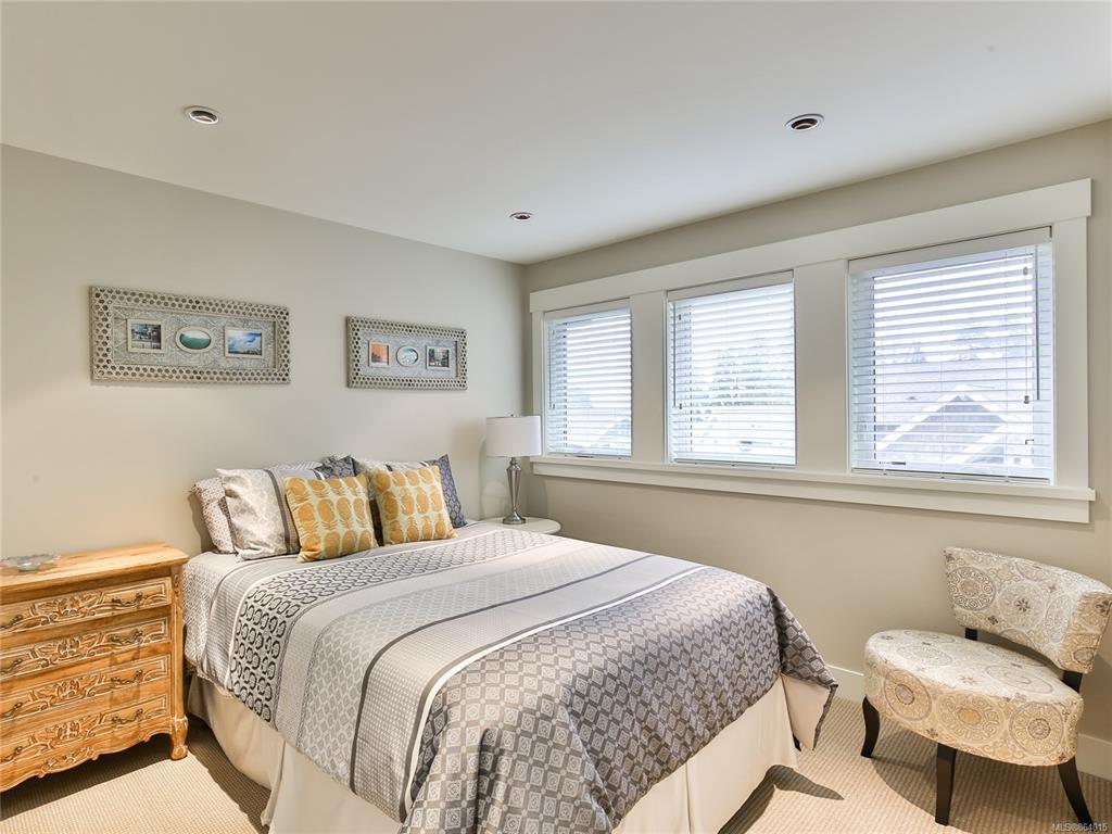 Qualicum landing 57 Guest Bedroom