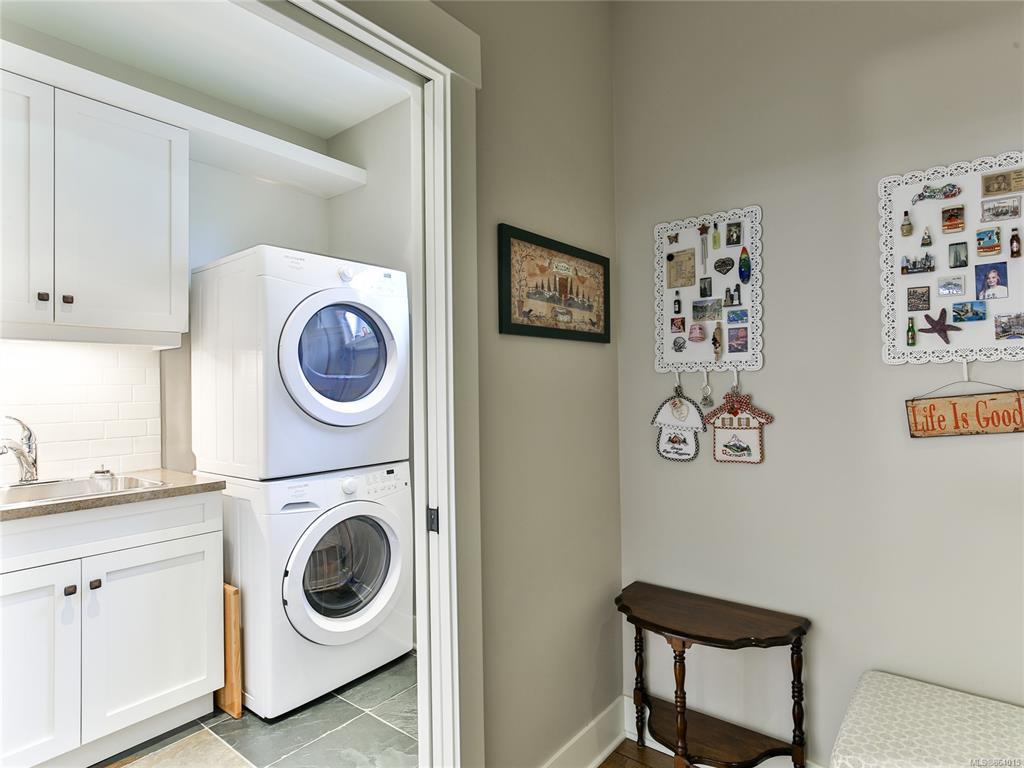 Qualicum landing 57 Laundry Room